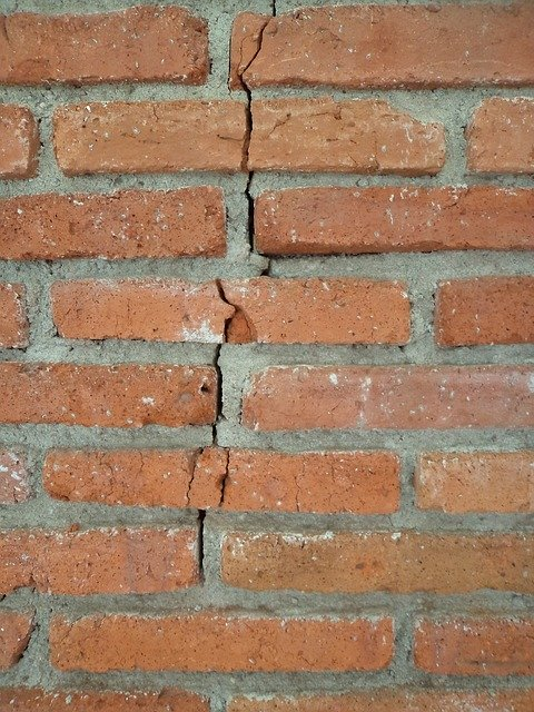 Cracks in a house foundation from not being watered properly